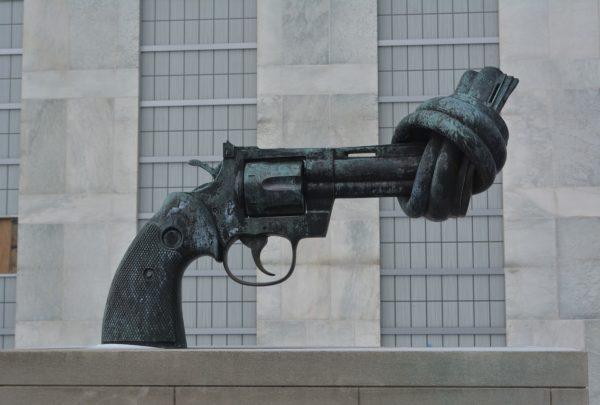 Die Waffen nieder! Solidarität statt Angst!